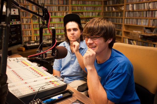 deux jeunes radio