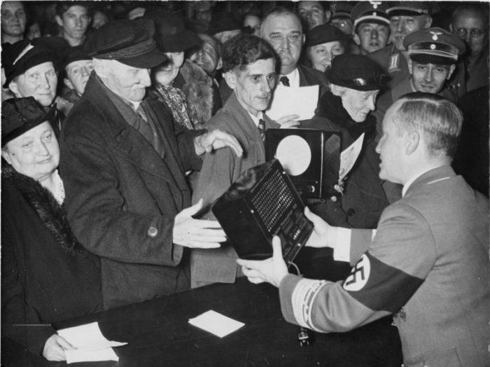 Radios Volksempfänger anniversaie Goebbels